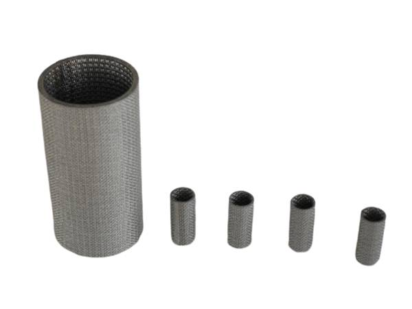 Five sintered metal filter cartridges with one larger and four smaller ones, double open ends design.