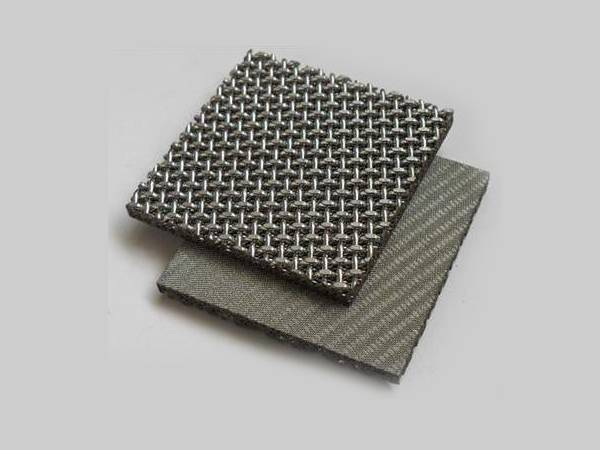 Two pieces of sintered meshes with six layers diffusion bonded into square shape, square woven wire mesh for reinforcing layer.